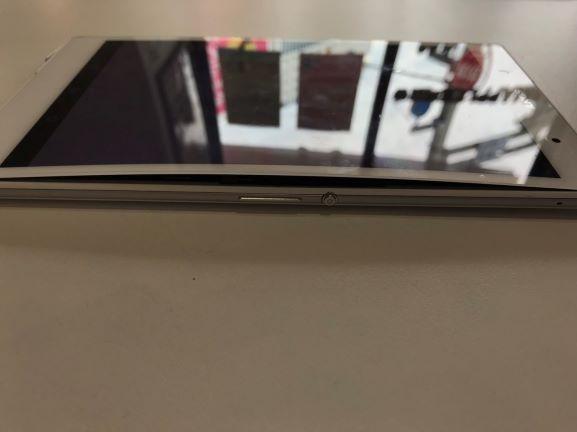 Xperia Z3Tablet compact画面浮く
