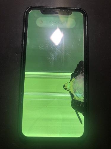 iPhoneXS液晶修理前
