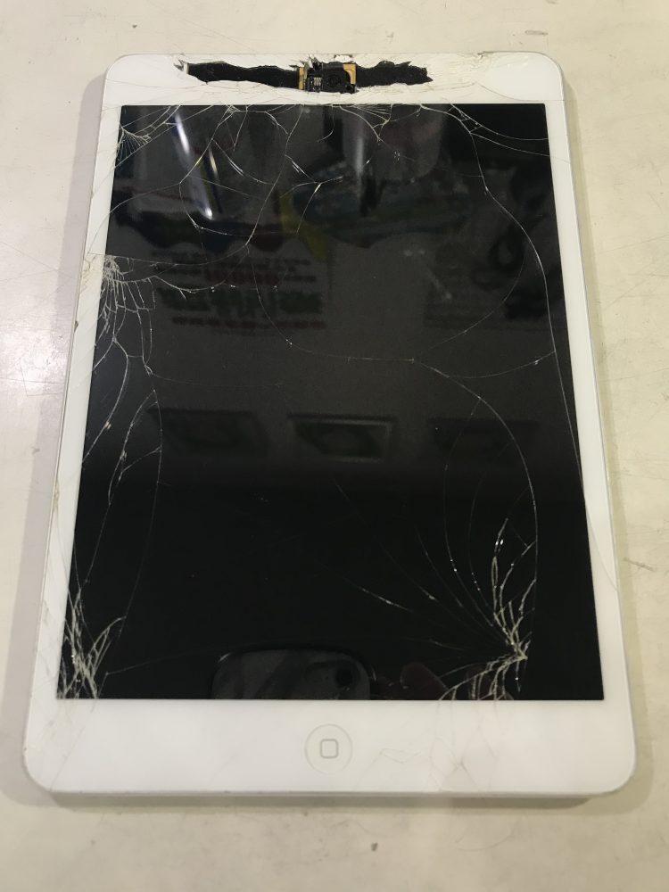 iPadminiガラス修理前