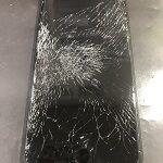 画面バキバキで何も表示されなくなったiPhone(*_*;果たして修理できるのか・・・