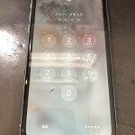 バキバキに画面が割れたiPhoneXRもすぐに修理致します!!!